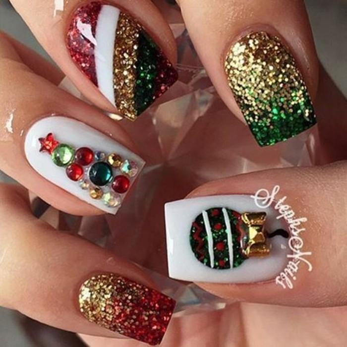 nageldesign winter weihnachtsmotive festliche fingernaegel ideen