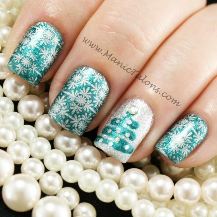 nageldesign winter weihnachtsmotive festliche fingernaegel perlen
