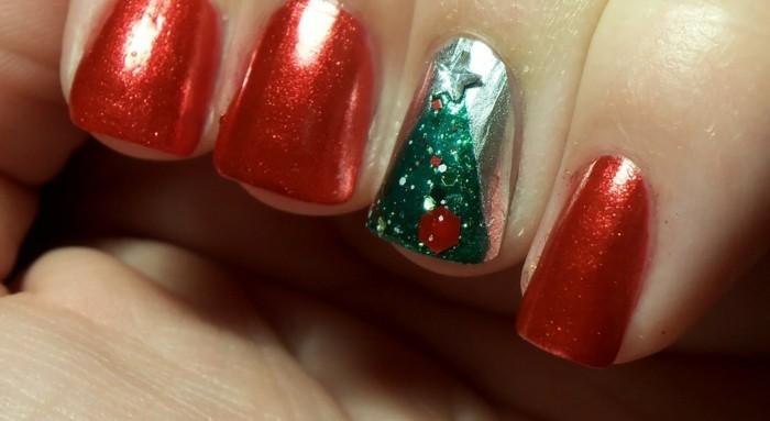 nageldesign winter weihnachtsmotive festliche fingernaegel rot
