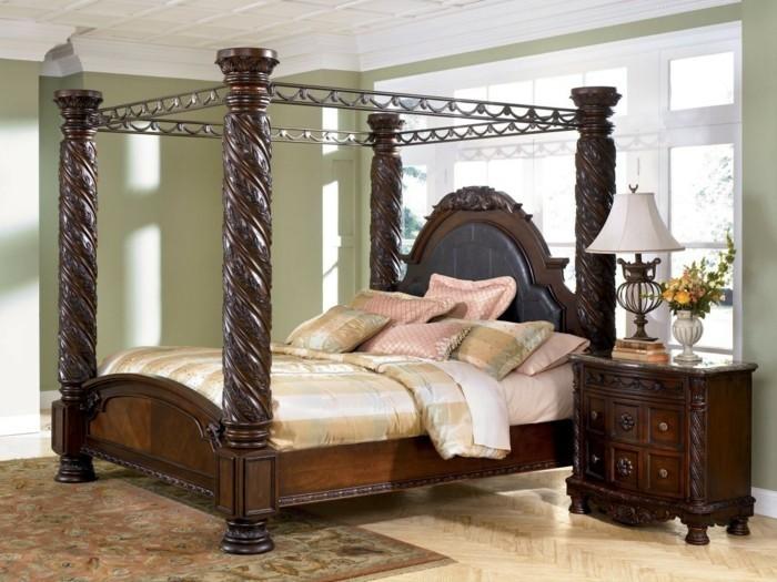 schlafzimmergestaltung betthimmel floraler teppich ausgefallenes bettdesign