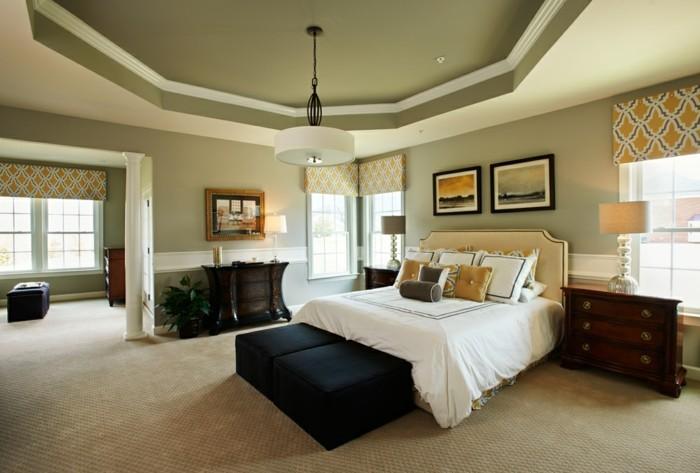 schlafzimmergestaltung modernes bett teppichboden pflanzen abgehaengte decke