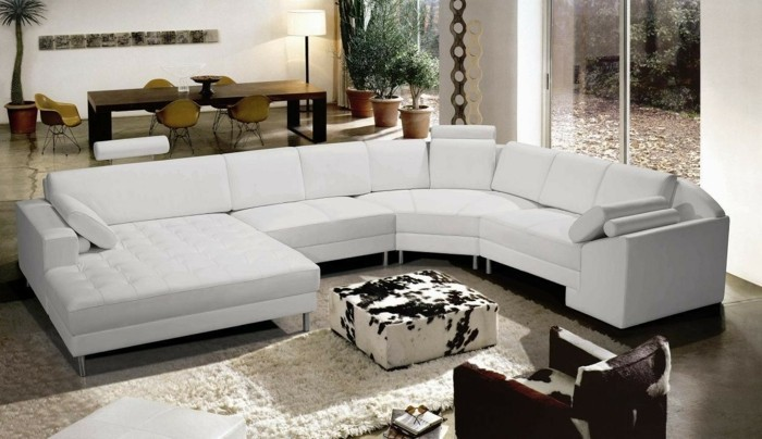 schoene sofas weisses design moebel kuhfell offener wohnplan