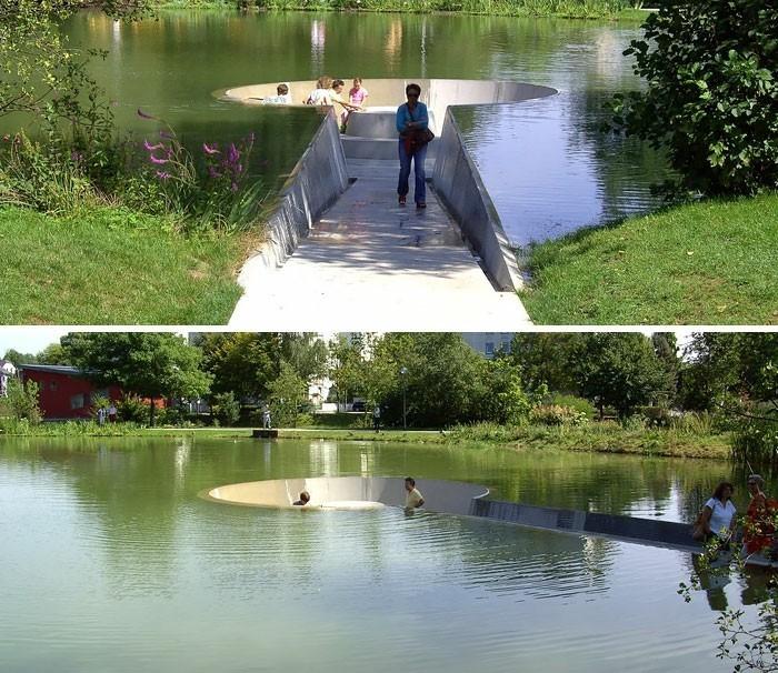 sitzbaenke park in voecklabruck oesterreich