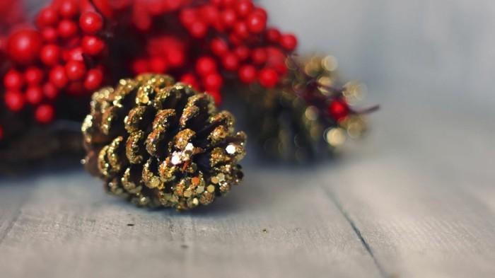 weihnachtsdeko diy ideen kieferzapfen glitter weihnachtsbaumschmuck