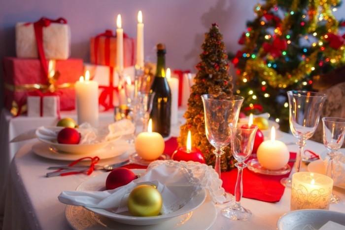 weihnachtsdeko tischdekoration frohe weihnachten weihnachtskugeln runde kerzen