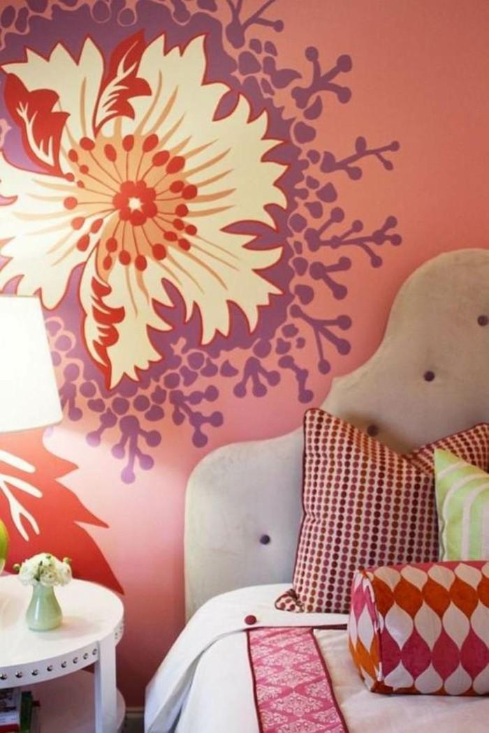 wohnideen schlafzimmer farbige dekokissen blumenmuster wandgestaltung