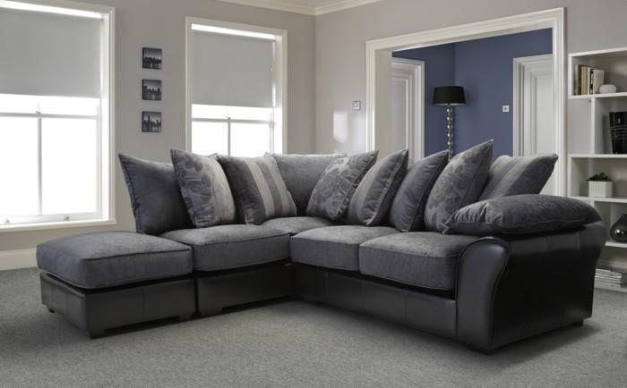wohnideen wohnzimmer graues ecksofa heller teppich wanddeko raffrollo