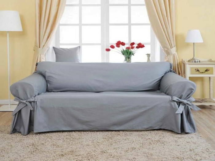 wohnideen wohnzimmer hellgrauer sofabezug teppich hellgelbe waende