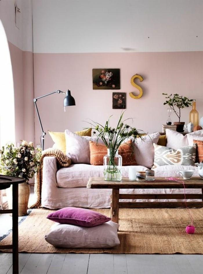 wohnideen wohnzimmer hellrosa sofabezug rosa waende bodenkissen