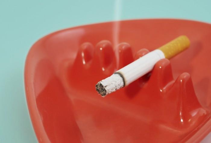 wohnungseinrichtung ideen kueche homeoffice kueche fenster teppich zigarette