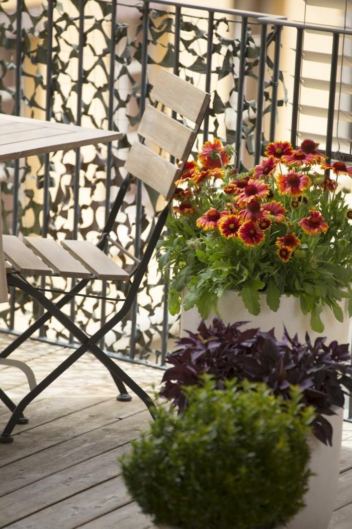 wohnungseinrichtung ideen kleinen balkon gestalten pflanzen balkonmoebel