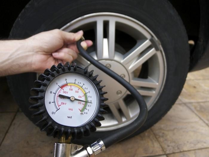 autopflege winterreifen autobatterie frostschutzmittel fahrzeugpflege luftdruck