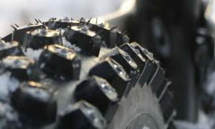 autopflege winterreifen autobatterie frostschutzmittel fahrzeugpflege luftflaeche