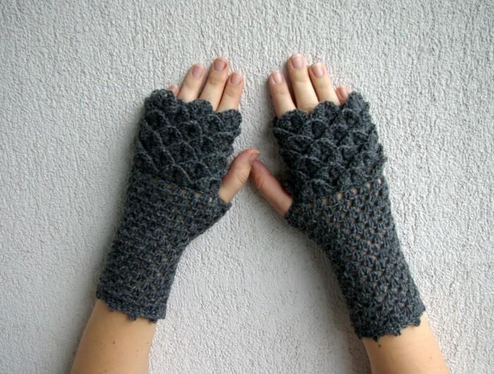 fingerlose handschuhe haekeln dunkelgrau drachenschuppen