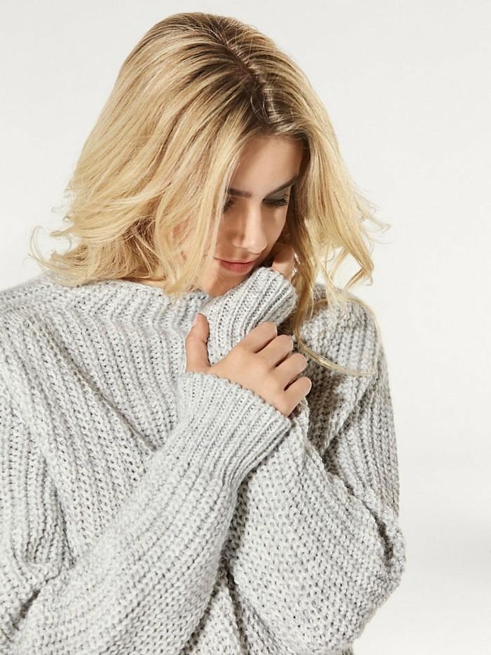 grauer-pullover-damenmode-wintertrends-strickpulli-frauenmode