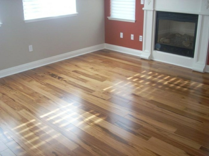 5 praktische tricks zum reinigen von holzfu boden. Black Bedroom Furniture Sets. Home Design Ideas