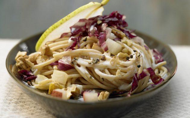 leckeres-gesundes-essen-birnen-pasta-zubereiten-ideen-sich-vernuenftig-ernaehren