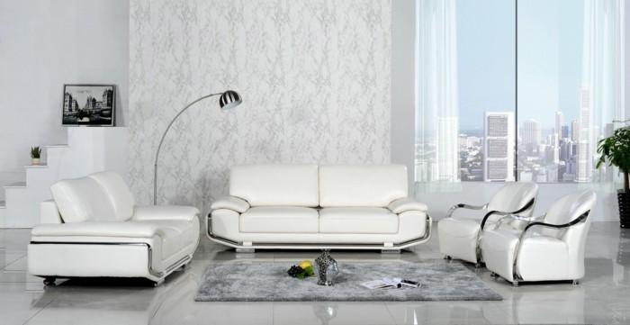moderne sofas weisses ledersofa grauer teppich schoene akzentwand bodenfliesen