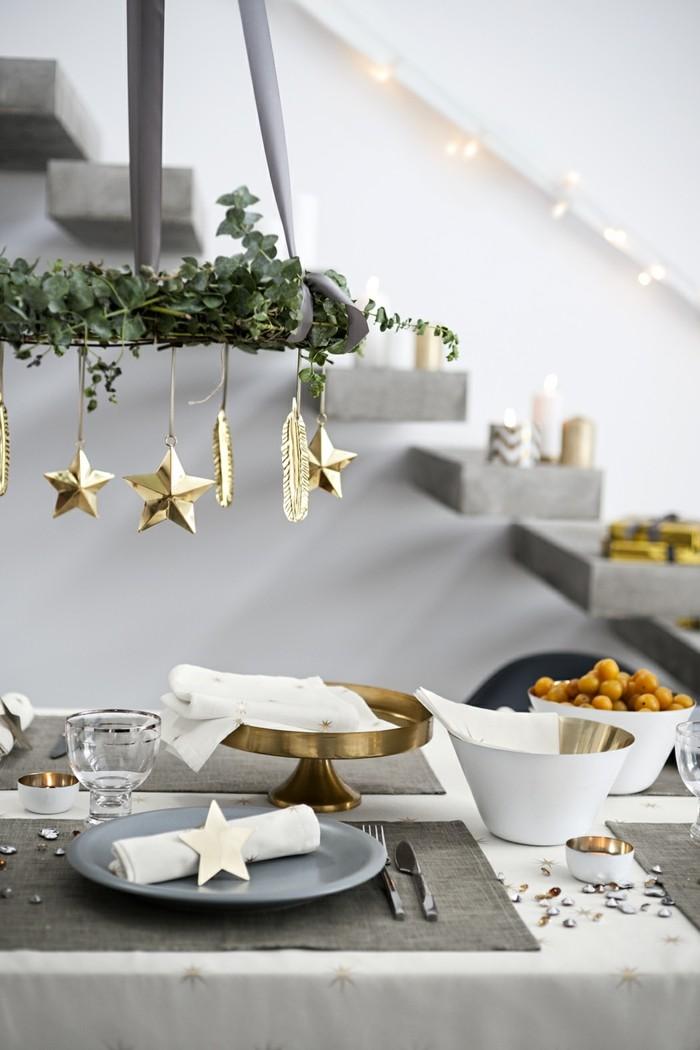 weihnachtliche tischdeko klassisch teller schwarz zimt messing