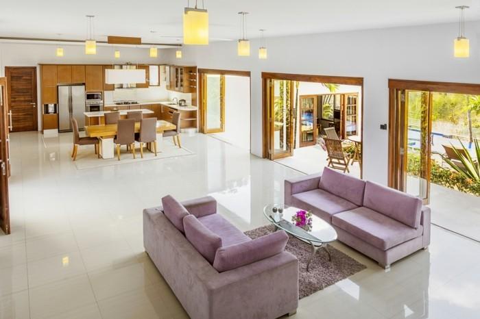 wohnungseinrichtung ideen wohnzimmer lila couch ovaler couchtisch esstisch