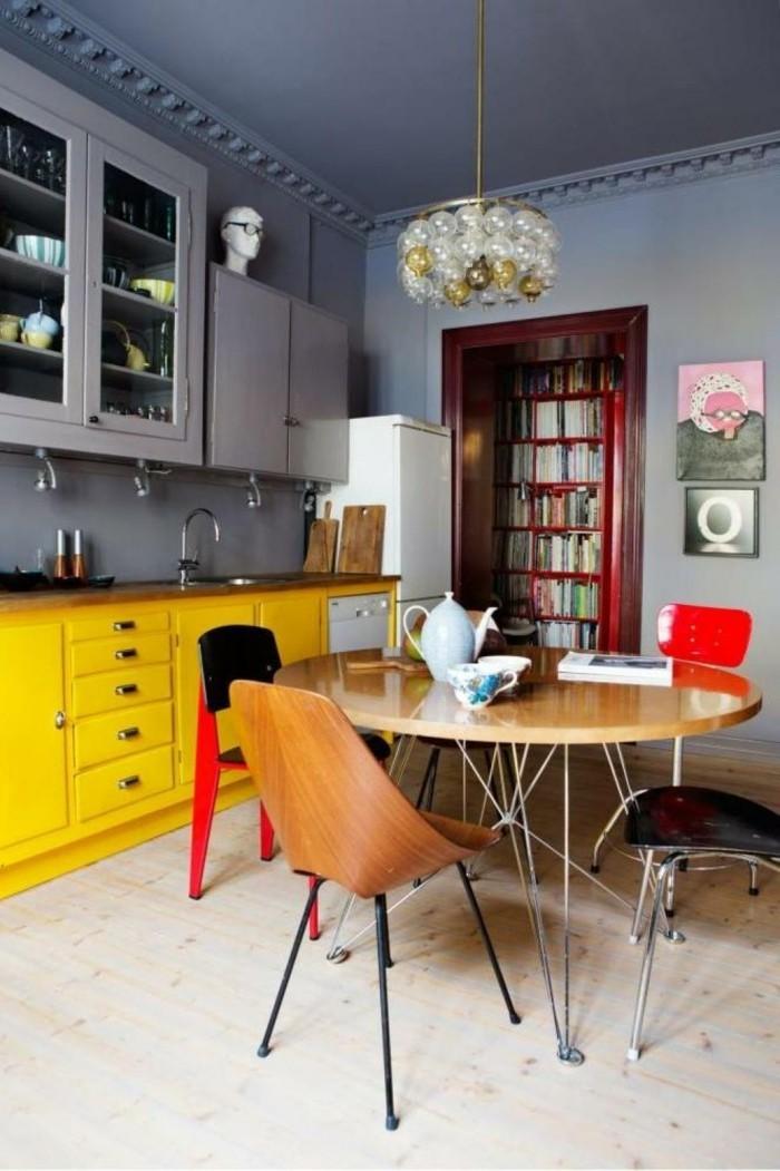bunte küche ideen gelbe küchenschränke esstisch stühle