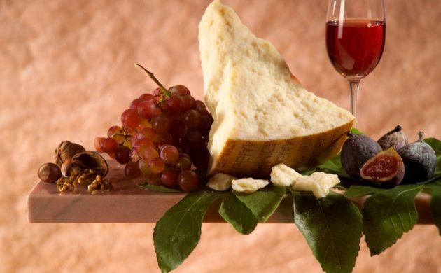 die-interessantesten-fakten-ueber-den-parmesankaese-gourmet-ideen-essen-gerichte-italienisch-parmigiano-reggiano