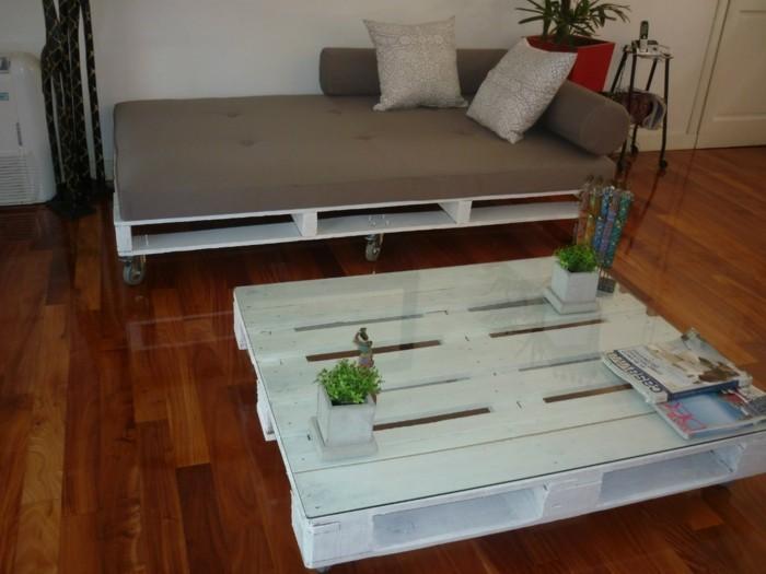 europaletten moebel aus holzpaletten couchtisch weiss sofa bett selber bauen