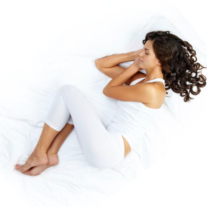 gesund schlafen tipps halbfötale schlafposition