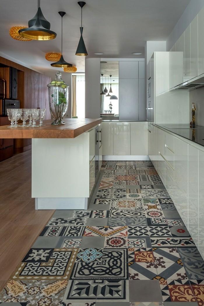 hochwertige inneneinrichtung küche einrichten ideen teppichläufer muster hängelampen