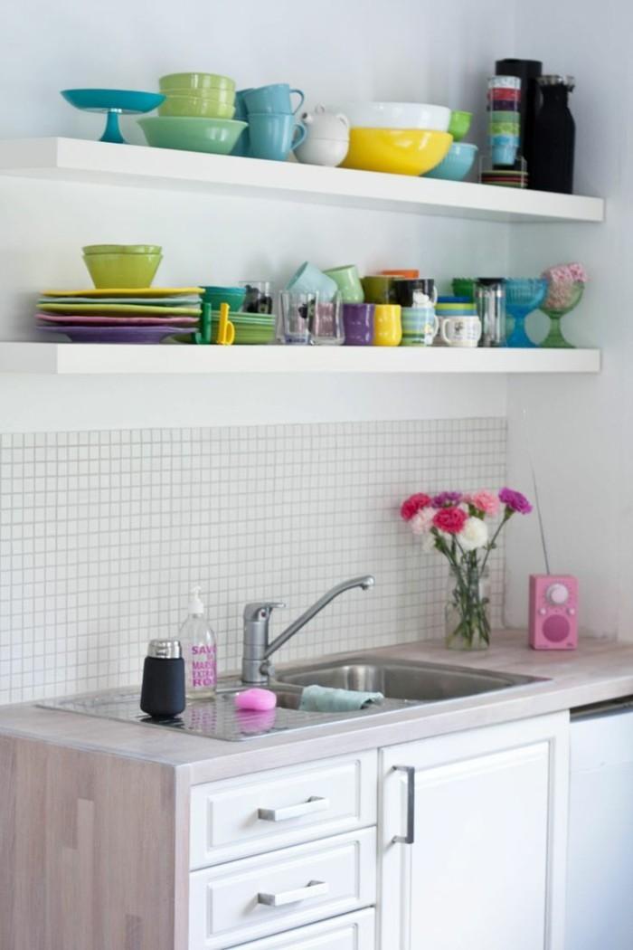 kücheneinrichtung farbige akzente weiße küchenschränke