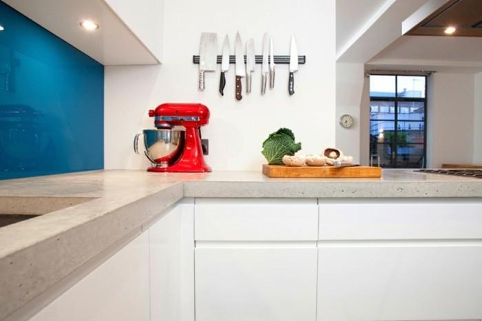 kücheneinrichtung farbige geräte minimalistische küche einrichten