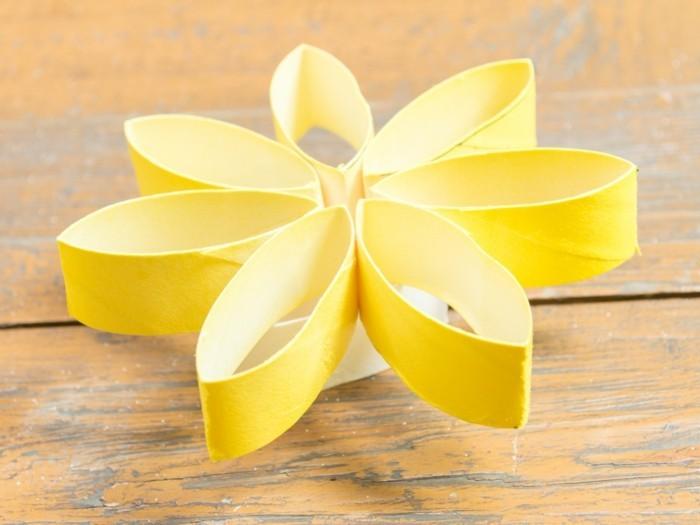 kreativ basteln papierrollen gelbe blume