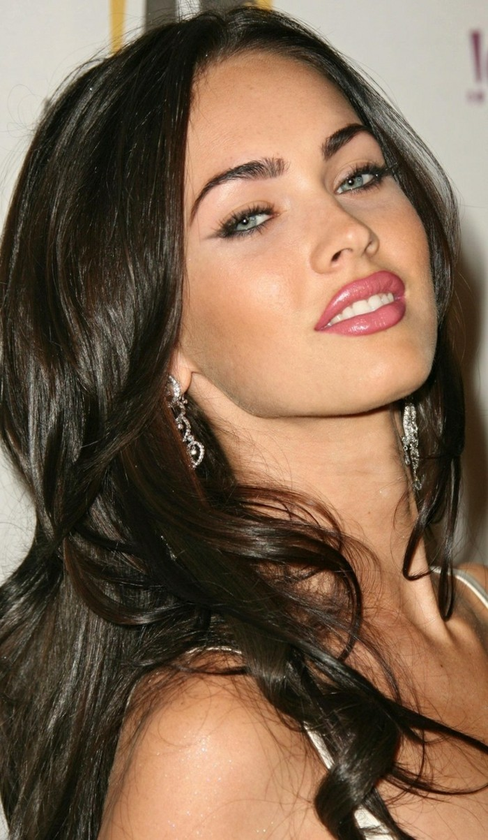 moderne frisuren megan fox langes haar