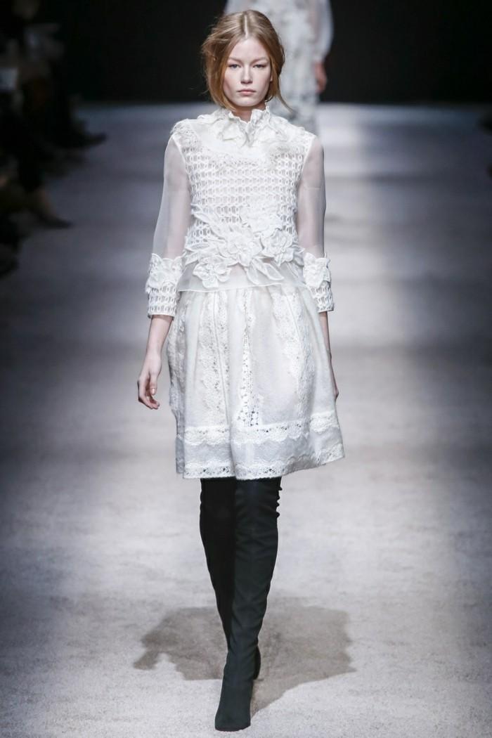 moderne kleider helle nuancen 2017 neujahr damenmode trends kollektionen auffaellig kombinationen