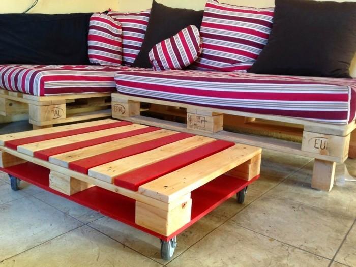 palettenmöbel ideen wanddekoration europaletten couchtisch sofa polsterung