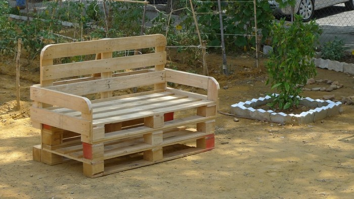 palettenmöbel ideen wanddekoration europaletten gartenmoebel holzbank sofa