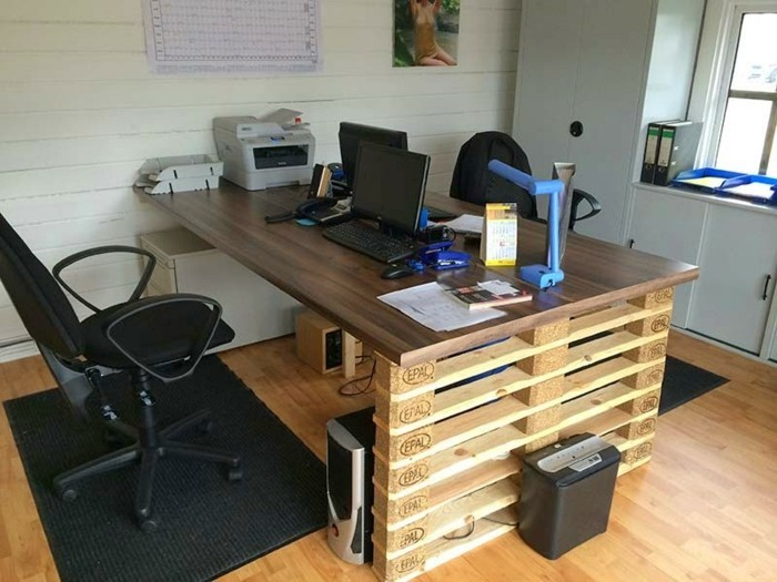 palettenmöbel-ideen wanddekoration europaletten home office büromöbel schreibtisch selber bauen