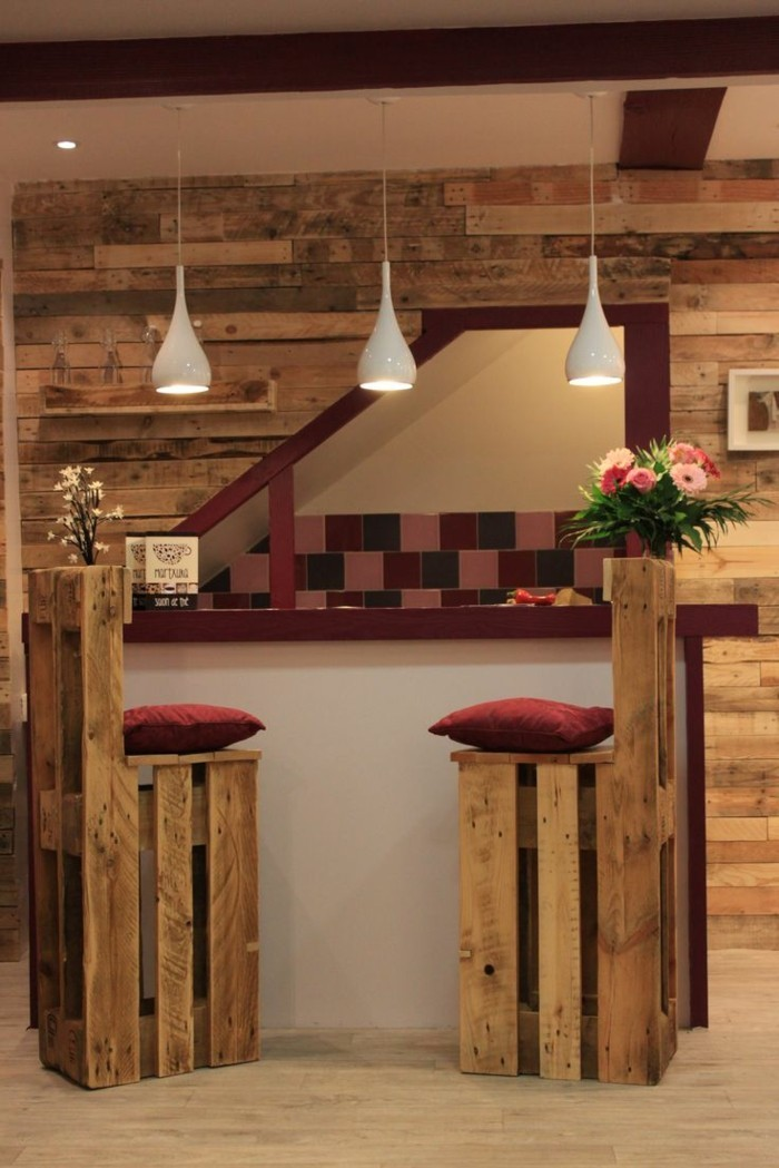 palettenmöbel ideen wanddekoration europaletten kücheneinrichtung holzstuehle