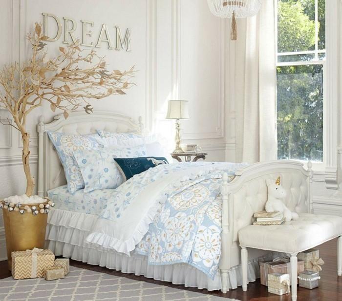 schlafzimmer ideen wandgestaltung buchstaben goldene akzente weiße ...