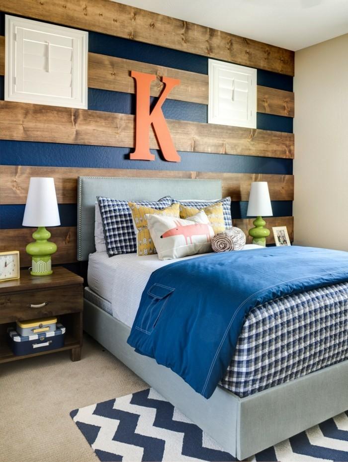 schlafzimmer ideen wandgestaltung hölzerne wandpaneele blaue akzente