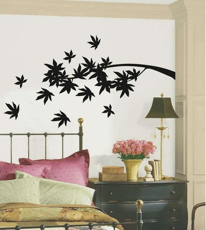schlafzimmer ideen wandgestaltung schönes wandtattoo blumendeko