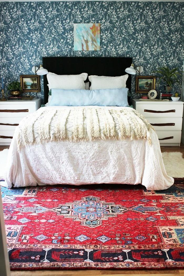 schlafzimmer ideen wandgestaltung tapete farbiger teppich dekoideen