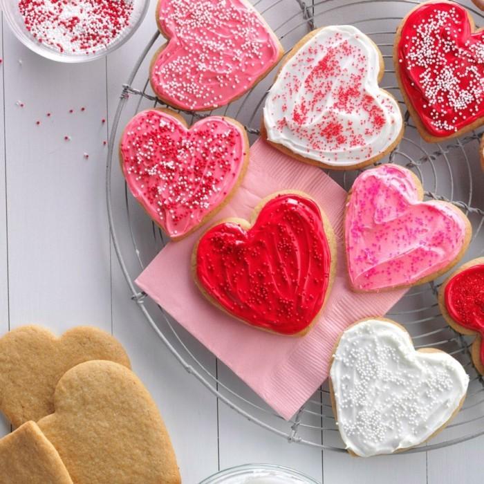valentinstag ideen kekse herzen farbig