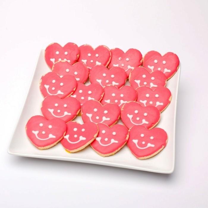 valentinstag ideen kekse herzen lachend