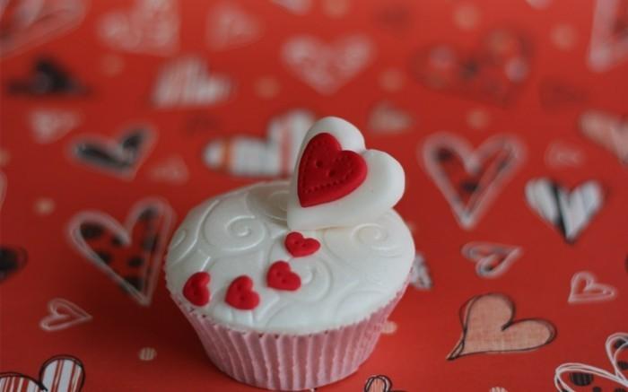 valentinstag kuchen mini kuchen weiß rot knöpfe