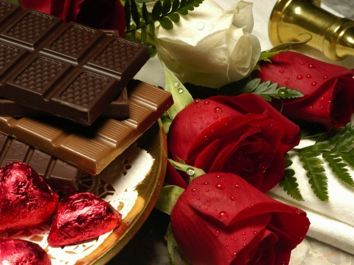 valentinstagsgeschenk ideen herzen schokolade rote rosen