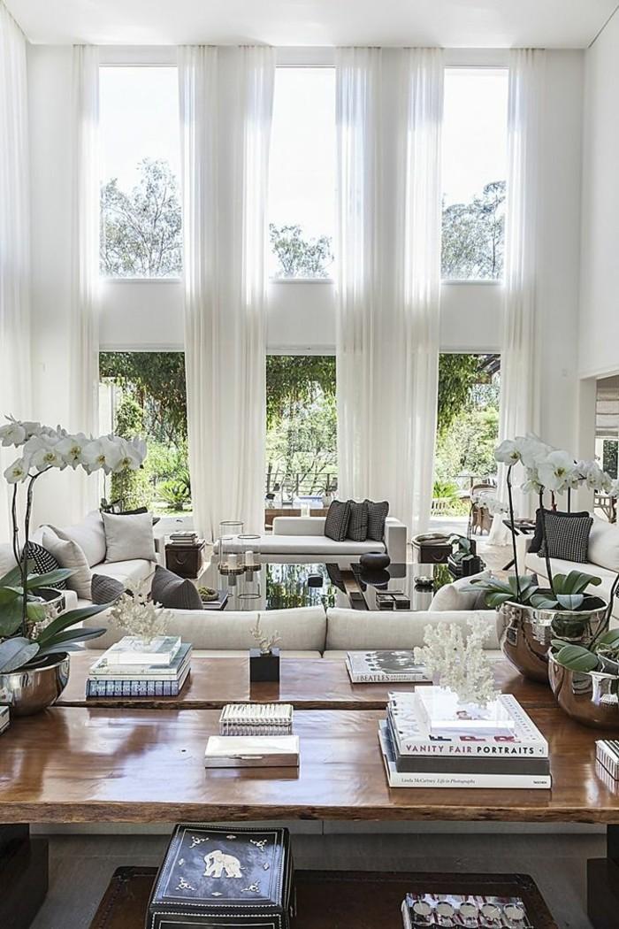 wanddesign ideen wohnideen wohnzimmer große fenster lange gardinen weiß orchideen