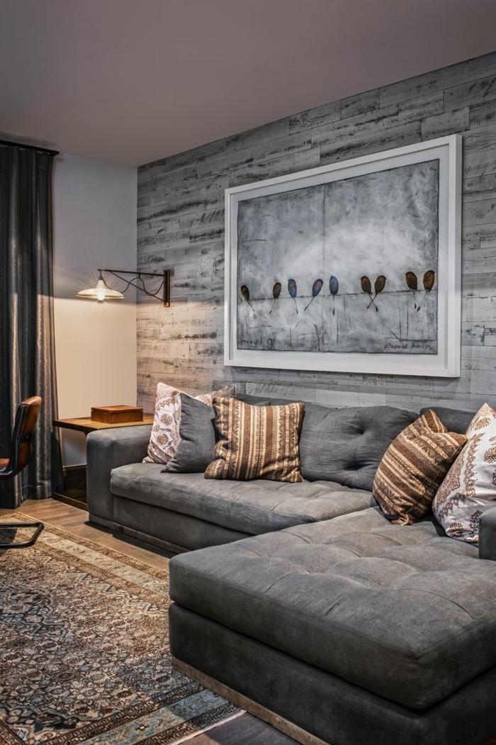 wandgestaltung ideen im wohnbereich graues ecksofa und stilvoller teppich