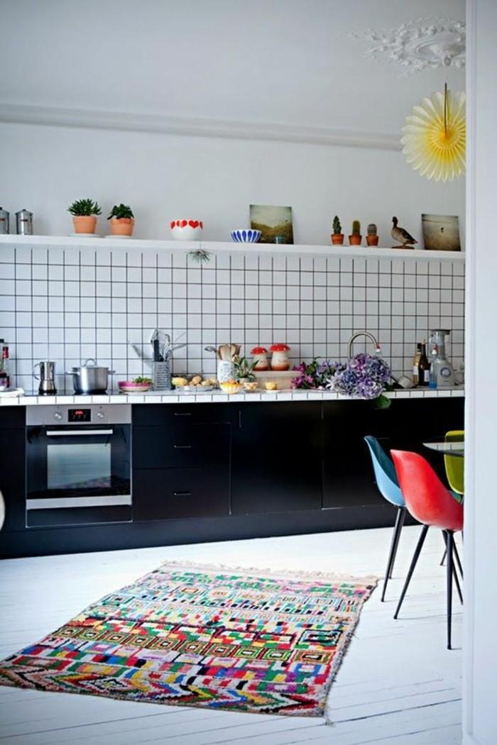 wohnideen küche minimalistische küche farbige akzente schwarze küchenschränke