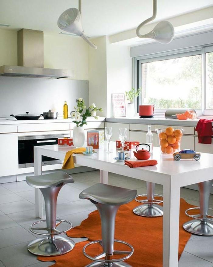 wohnideen küche oranger teppich weißer esstisch einrichtung